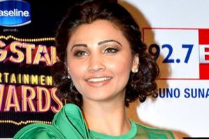 DAISY SHAH height and weight