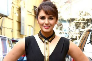 HUMA QURESHI height and weight